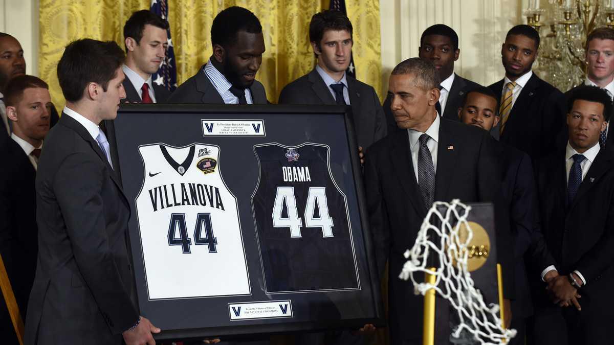 NCAA男子バスケットボールトーナメントを制してオバマ大統領を表敬するビラノバ大