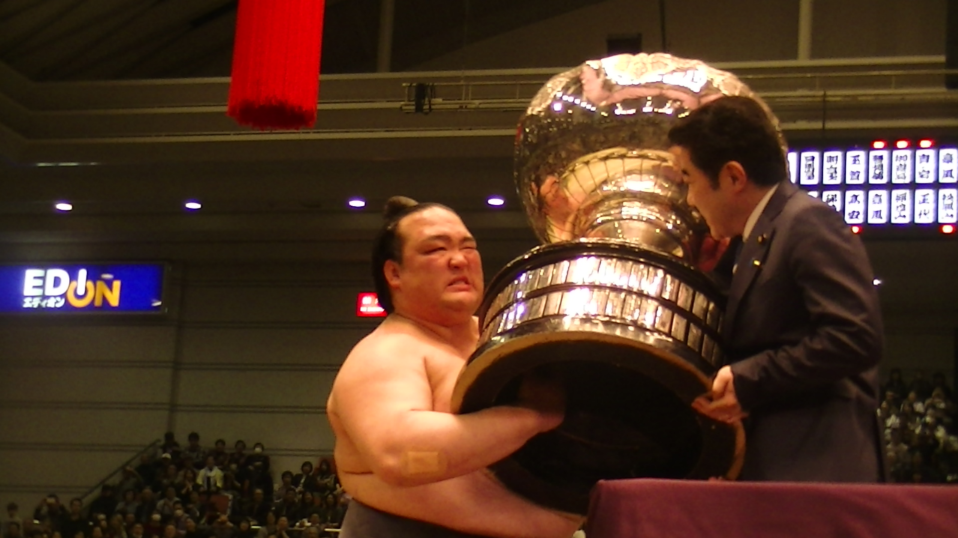 大阪場所で連覇を果たした稀勢の里