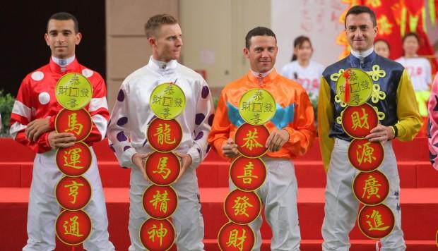 モレイラ騎手(左)とパートン騎手(左から2番目)