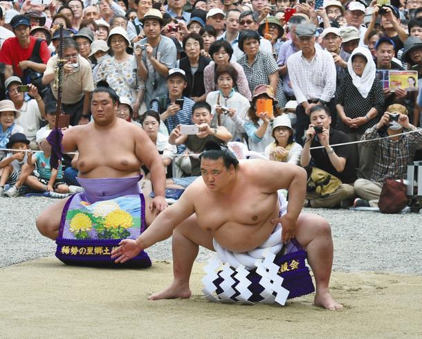 熱田神宮での横綱土俵入り