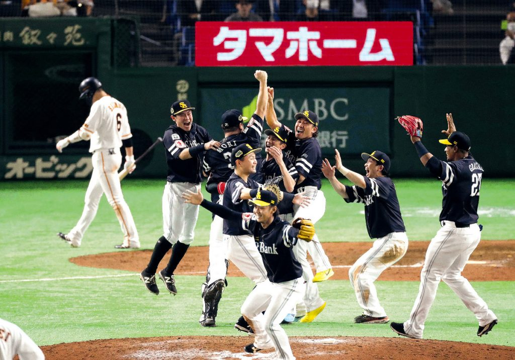 ソフトバンクの日本シリーズ制覇の歓喜の様子