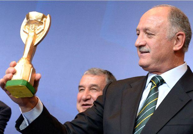 Luiz Felipe Scolari & Trofi Piala Dunia FIFA