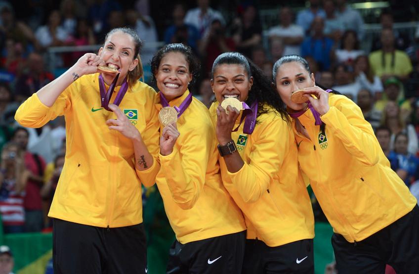 ロンドン五輪女子バレーブラジル代表金メダル授与の集合写真